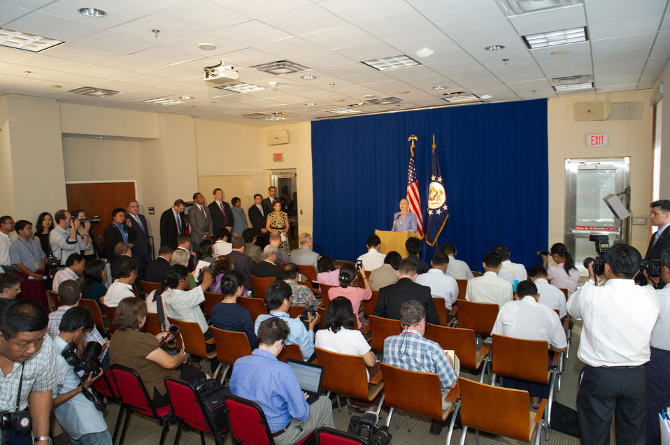 Secretary Clinton Addresses Burmese Media