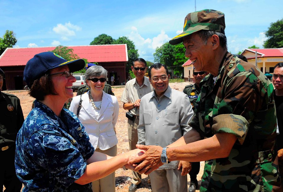 PP2010 Commander, Capt. Franchetti Recognize a Cambodian Medical Professional