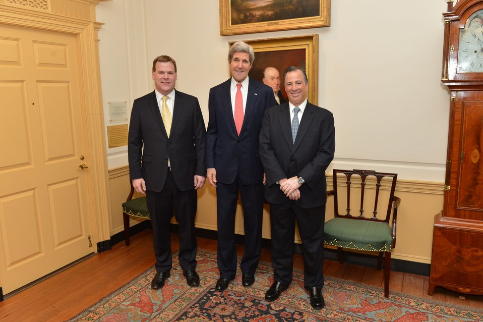 Secretary Kerry, Canadian Foreign Minister Baird, and Mexican Foreign Secretary Meade Pose for a Photo
