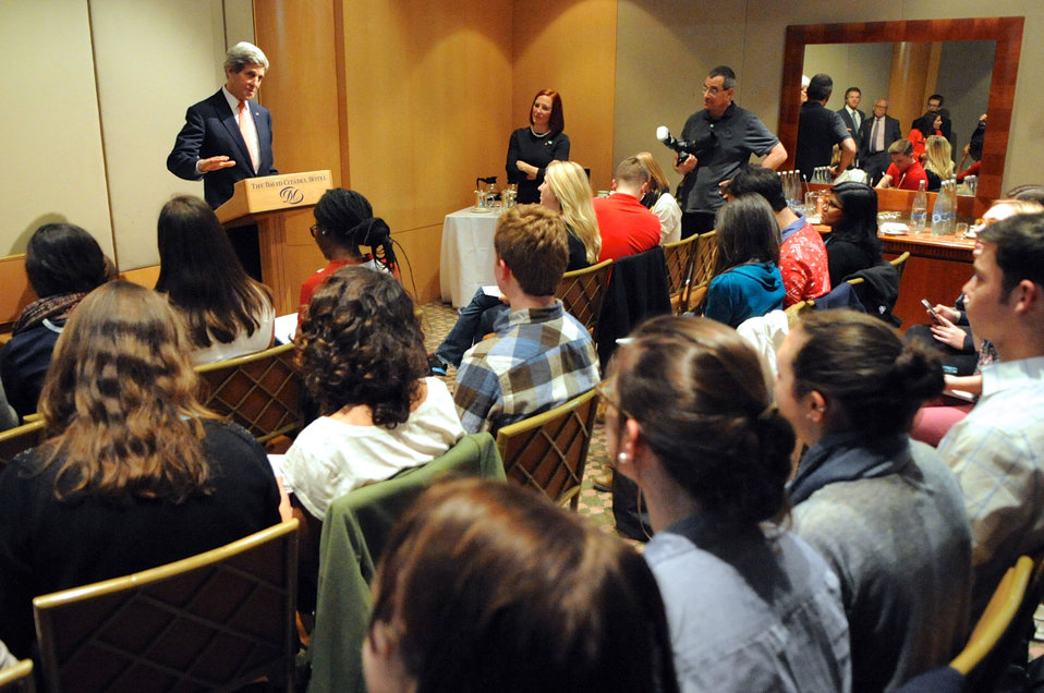Secretary Kerry Addresses U.S. College Newspaper Editors in Jerusalem