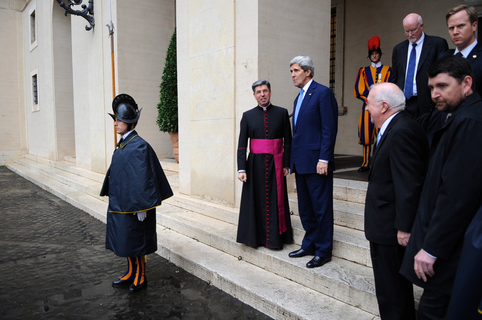 Secretary Kerry Bids Farewell to the Vatican Protocol Chief