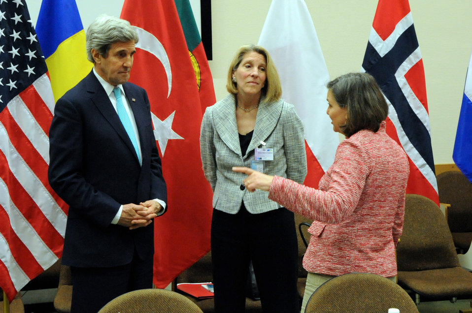Secretary Kerry Speaks With Advisers Nuland, Donfried Before Meeting With Turkish Officials