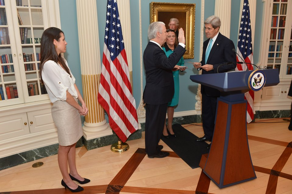Secretary Kerry Swears in Greg Starr as Assistant Secretary for Diplomatic Security