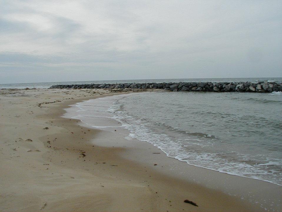 Offshore breakwater system