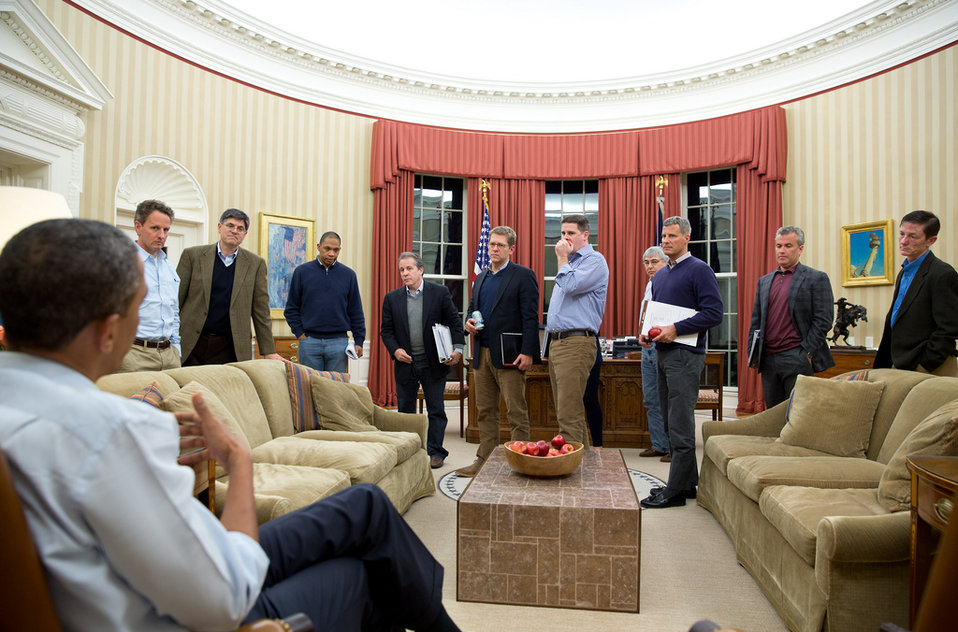 Secretary Geithner participates in Oval Office meeting