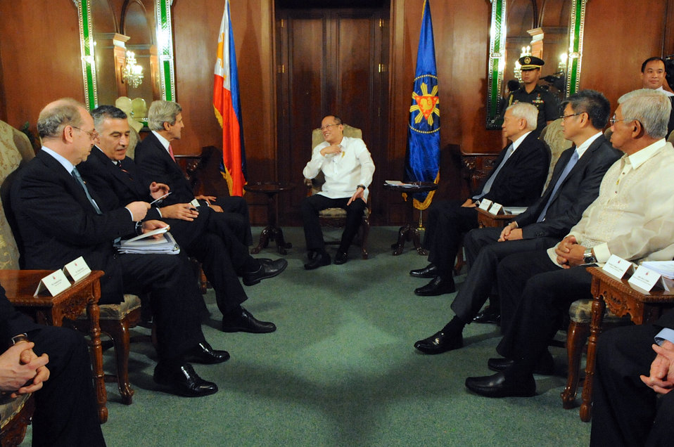 Secretary Kerry Meets With Philippine President Aquino at Malacanang Palace