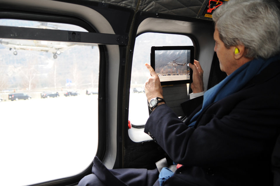Secretary Kerry Photographs Liftoff of Press Helicopter in Switzerland