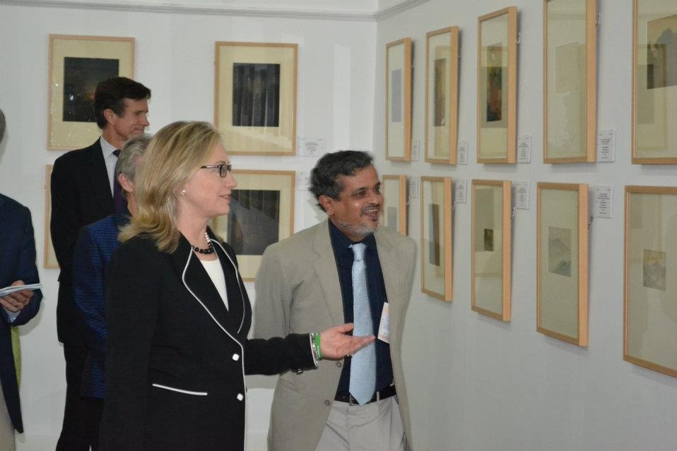 Secretary Clinton Tours Victoria Memorial Hall