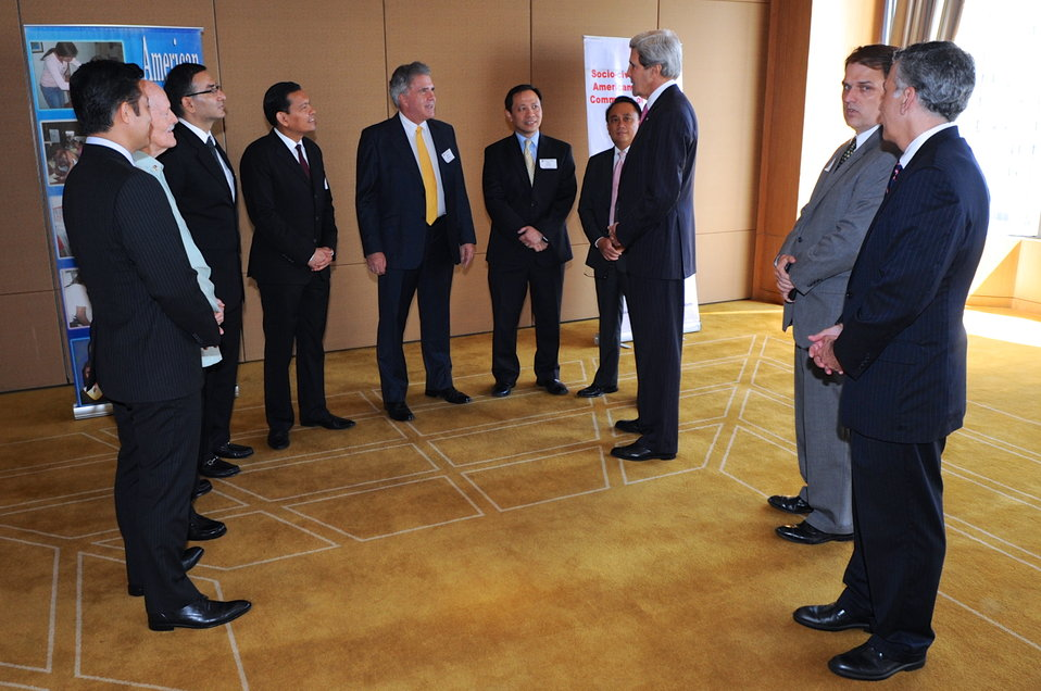 Secretary Kerry Meets With U.S. Business Leaders in Manila