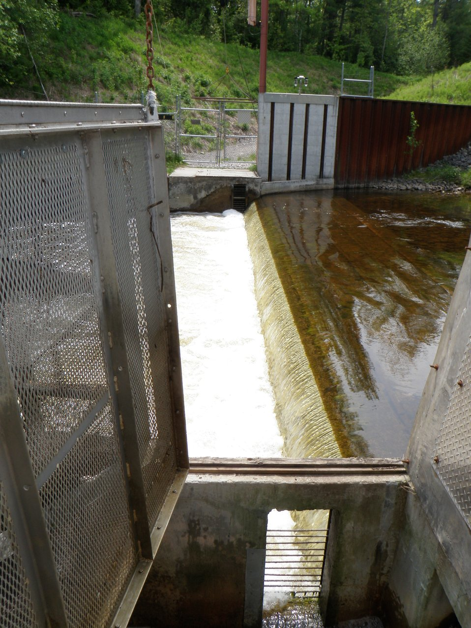 An Electrical Barrier with Integrated Traps on the Ocqueoc River, Michigan.