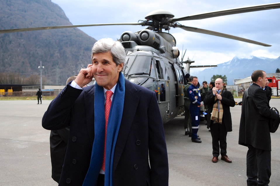 Secretary Kerry Pauses Before Helicopter Flight Across Switzerland