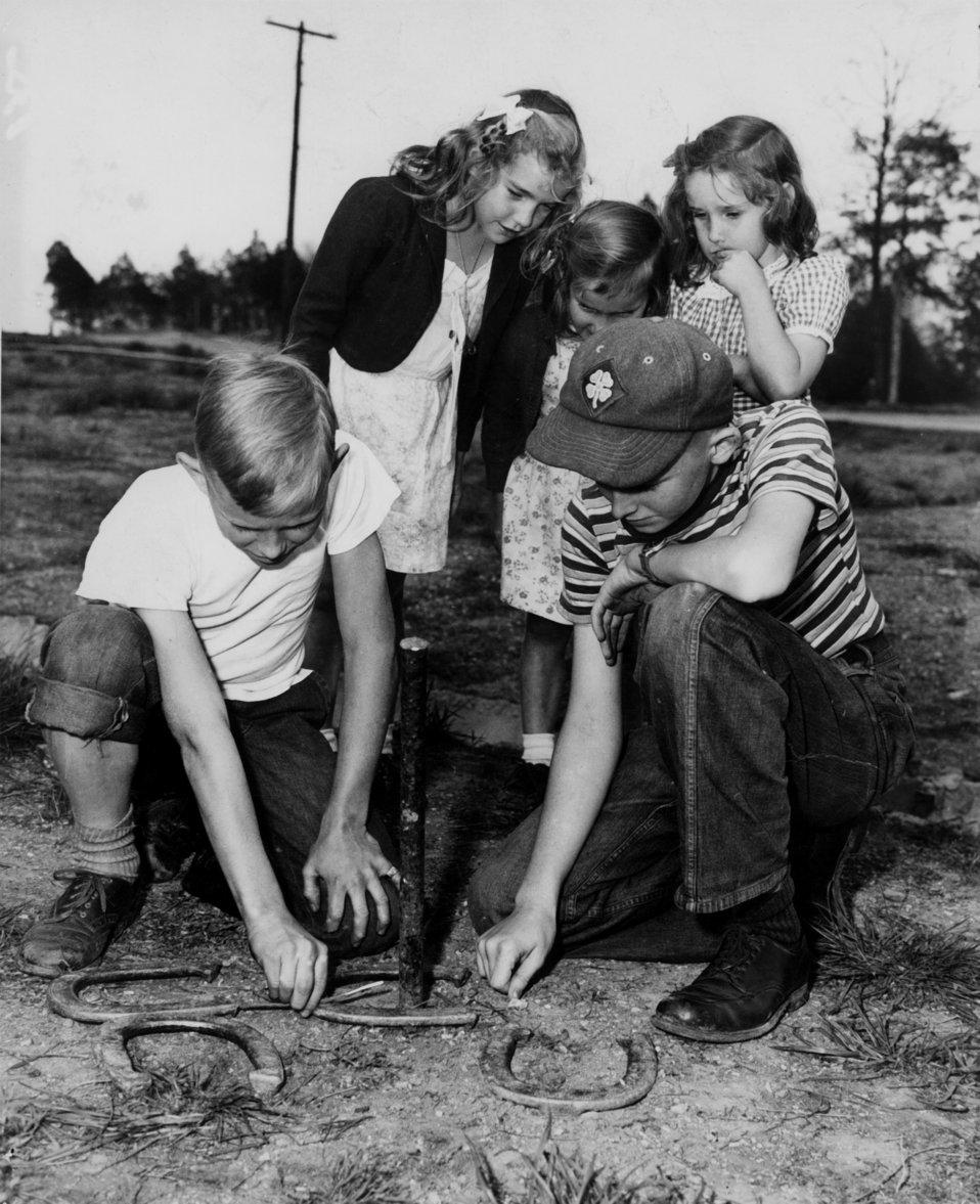 Kids Playing Horse Shoes Oak Ridge