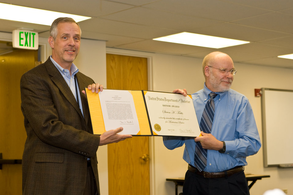Mountain-Prairie Regional Director Stephen Guertin Presents Steve Fritts With a Department of the Interior Honor Award