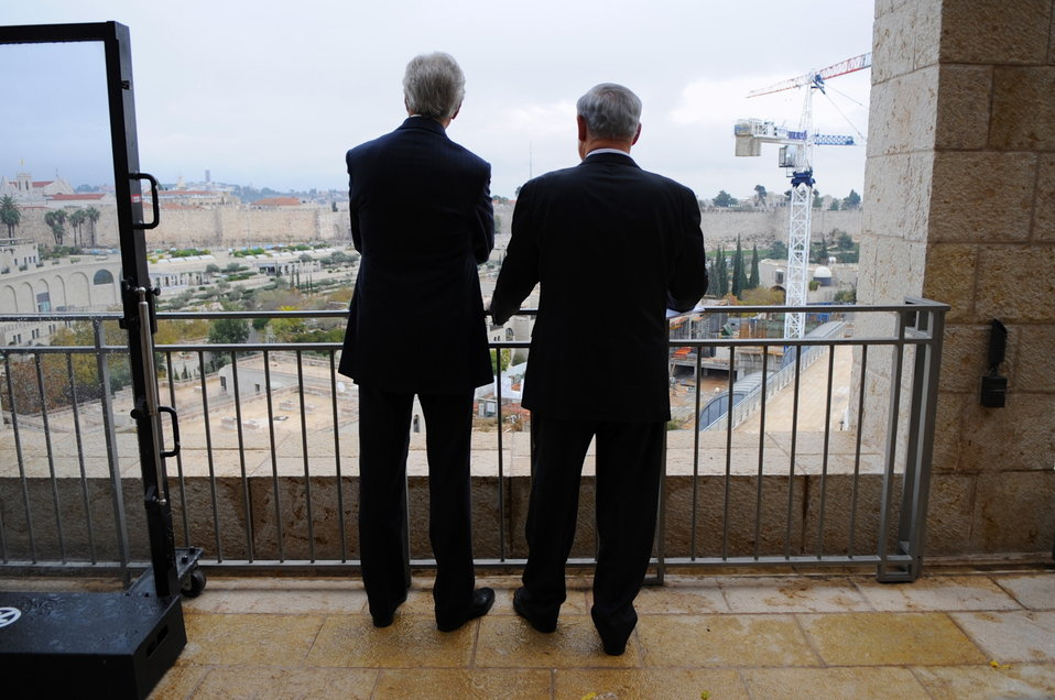 Secretary Kerry Chats With Israeli Prime Minister Netanyahu