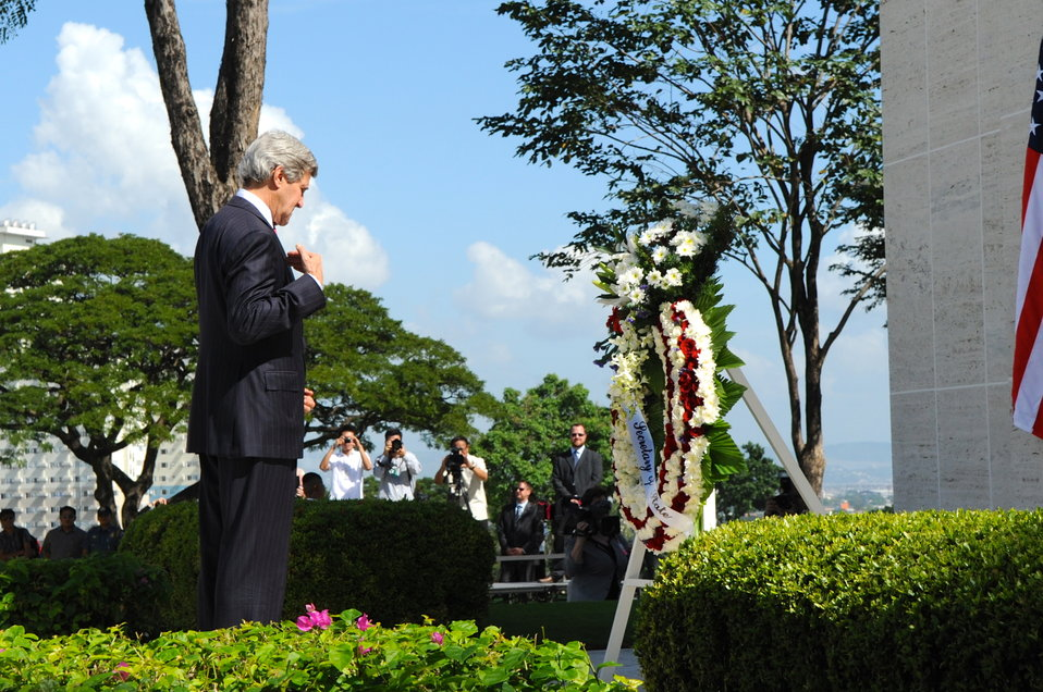 Secretary Kerry Crosses Himself During a Wreath-Laying Ceremony in Manila