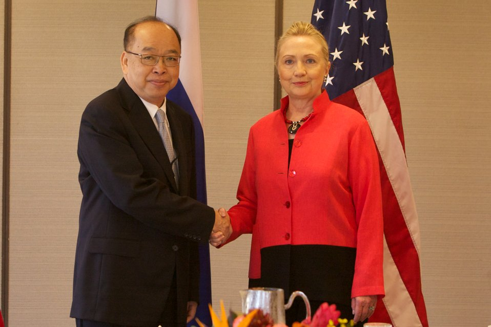 Secretary Clinton Meets With Thai Foreign Minister Tovichakchaikul