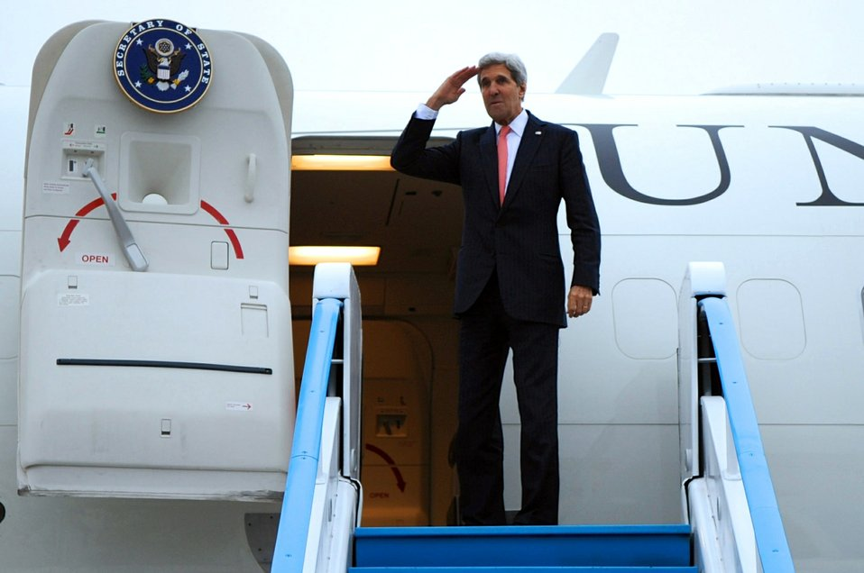Secretary Kerry Bids Farewell to Polish Defense Minister Siemoniak