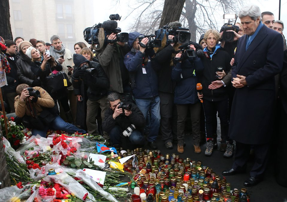 Secretary Kerry Visits the Shrine of the Fallen in Kyiv