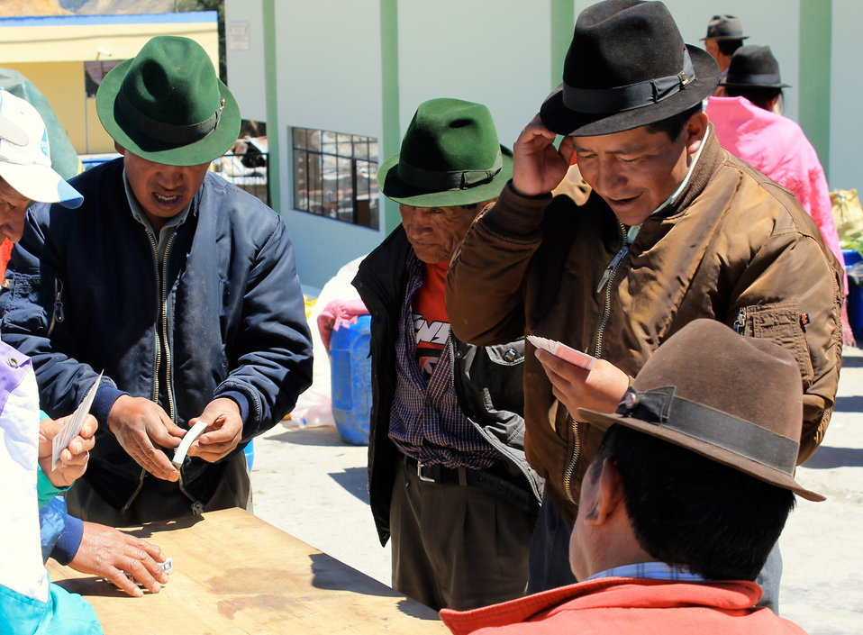 Card players, craft market, ecuador