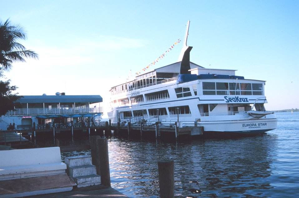 A dining/casino boat that operates out of Snug Harbor