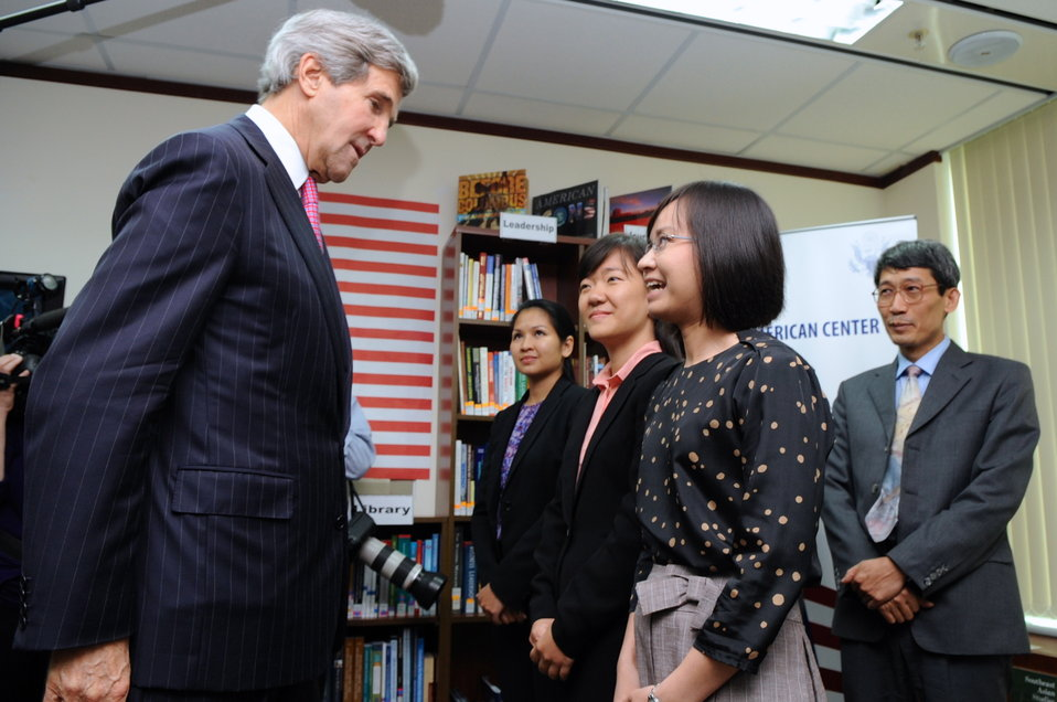 Secretary Kerry Meets U.S. Fulbright School Faculty and Staff