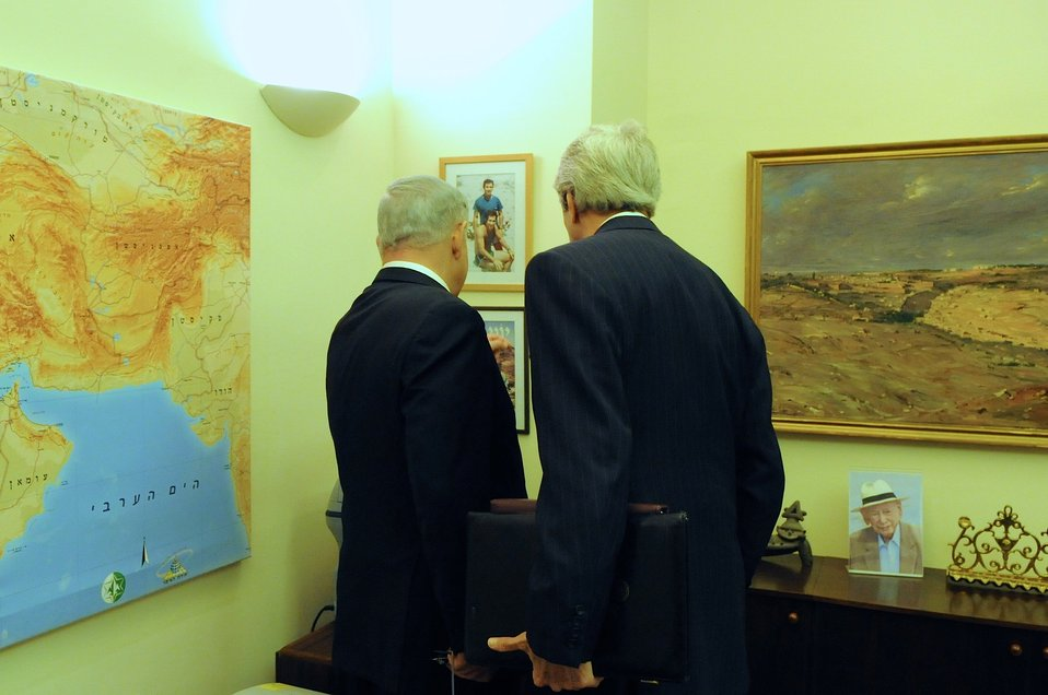 Israeli Prime Minister Netanyahu Shows Secretary Kerry Photos of His Late Brother