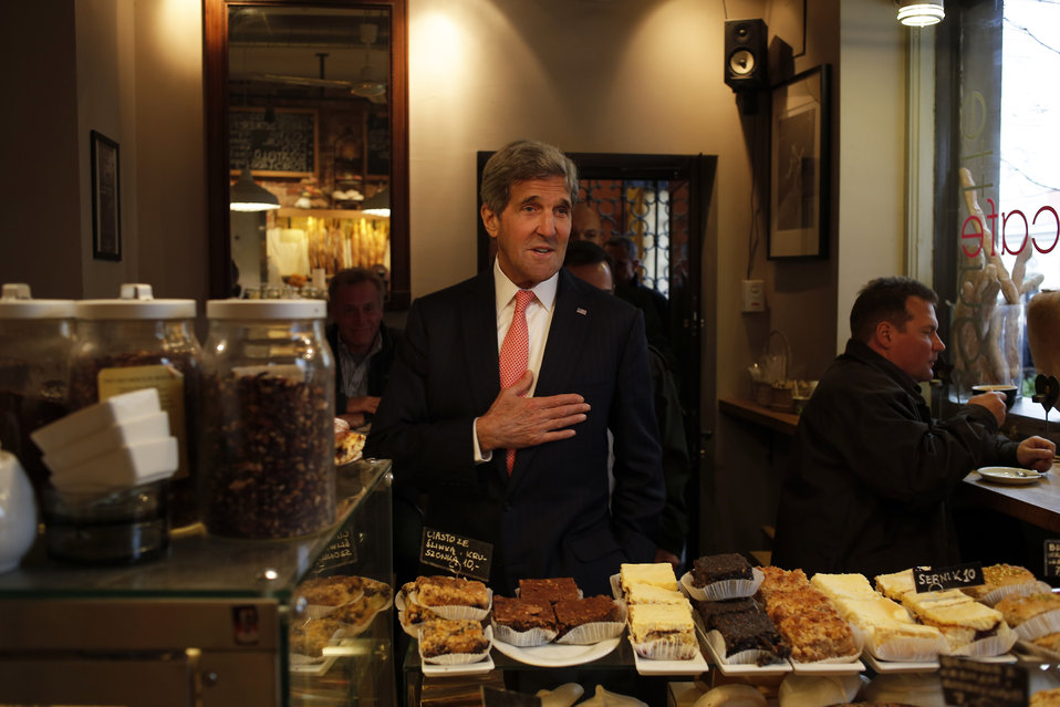 Secretary Kerry Visits a Warsaw Bakery