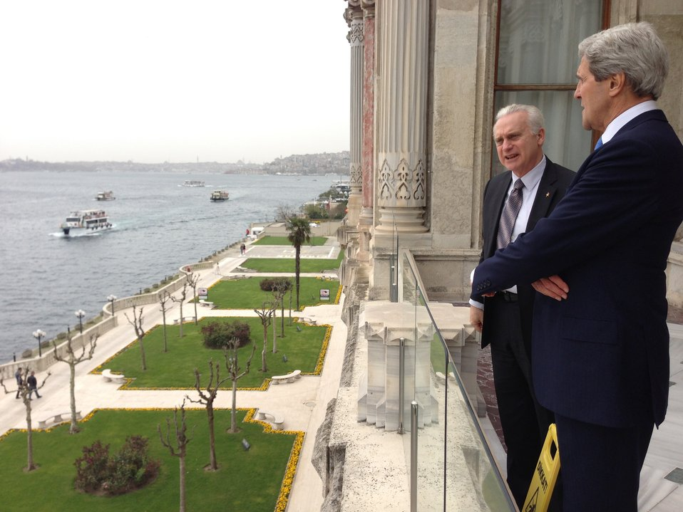 Secretary Kerry Speaks With Ambassador Ricciardone in Istanbul, Turkey