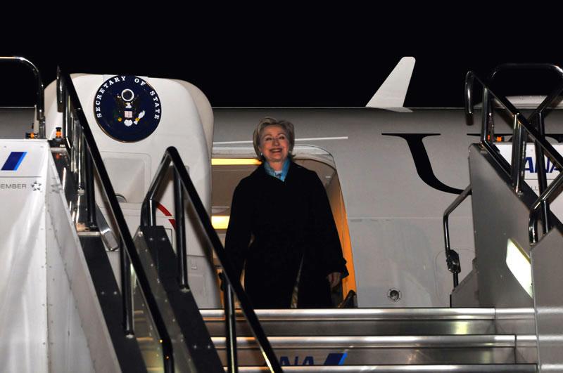 Secretary Clinton Arrives in Tokyo