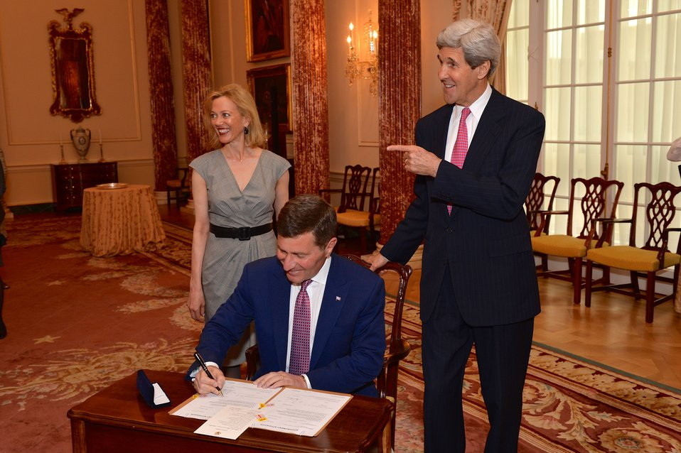 Ambassador Rivkin Signs Appointment Papers to Become Assistant Secretary for Economic and Business Affairs