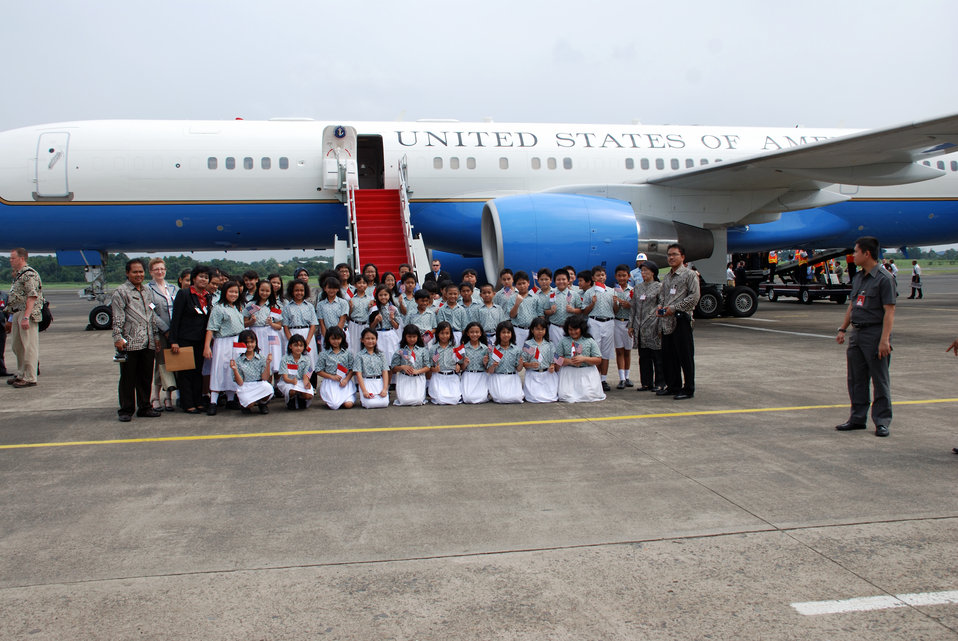 Behind the Scenes: Indonesian Students Prepare for Secretary Clinton's Arrival