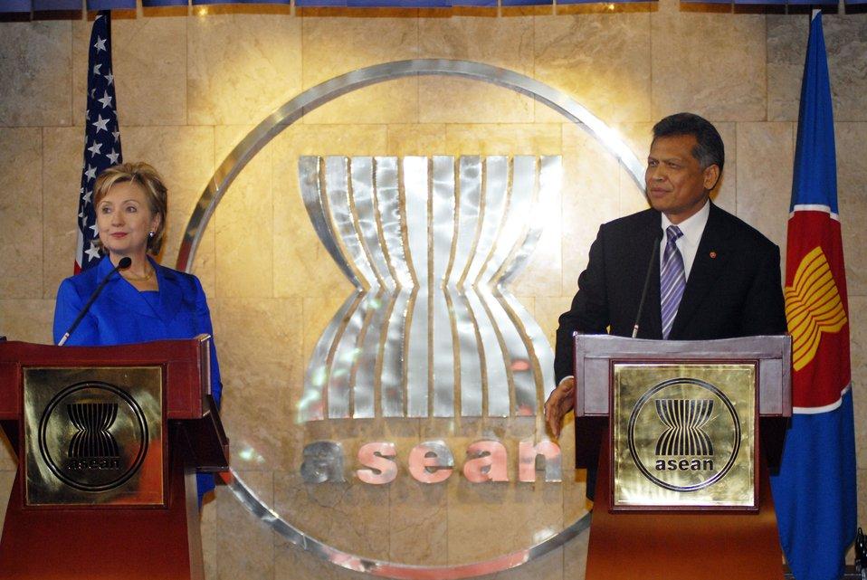 Secretary Clinton and ASEAN Secretary General Pitsuwan
