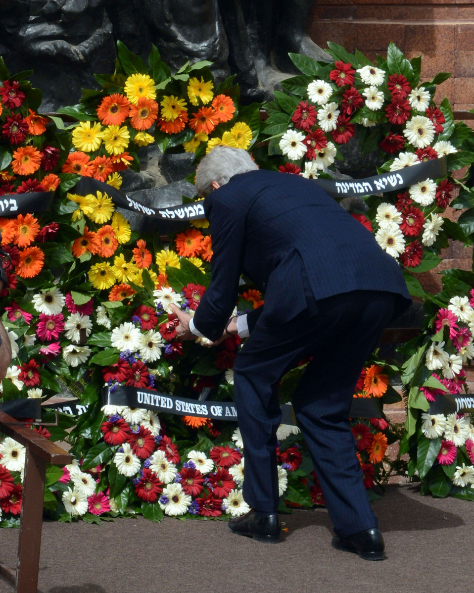 Secretary Kerry Lays a Wreath at Yad Vashem