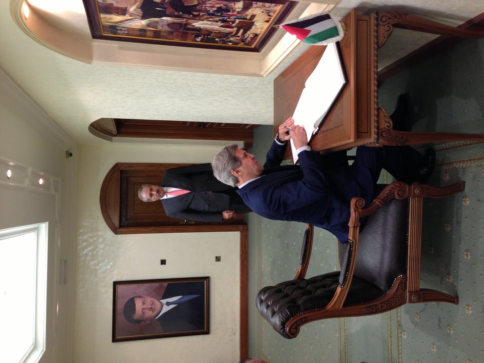 Secretary Kerry Signs Foreign Ministry Guest Book in Amman, Jordan