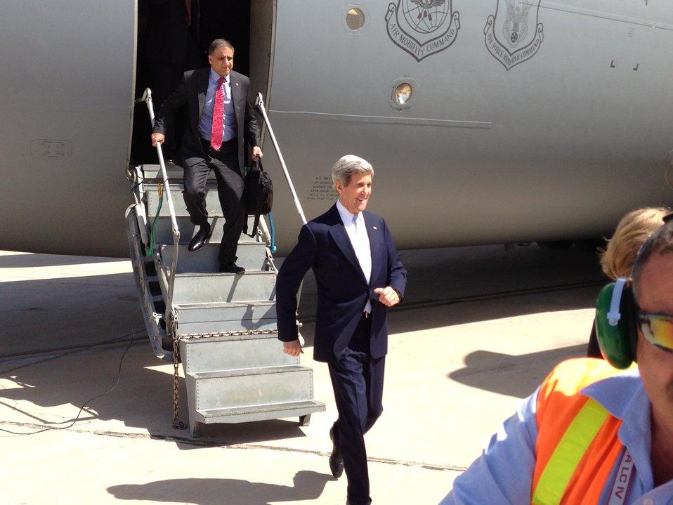 Secretary Kerry Arrives in Baghdad