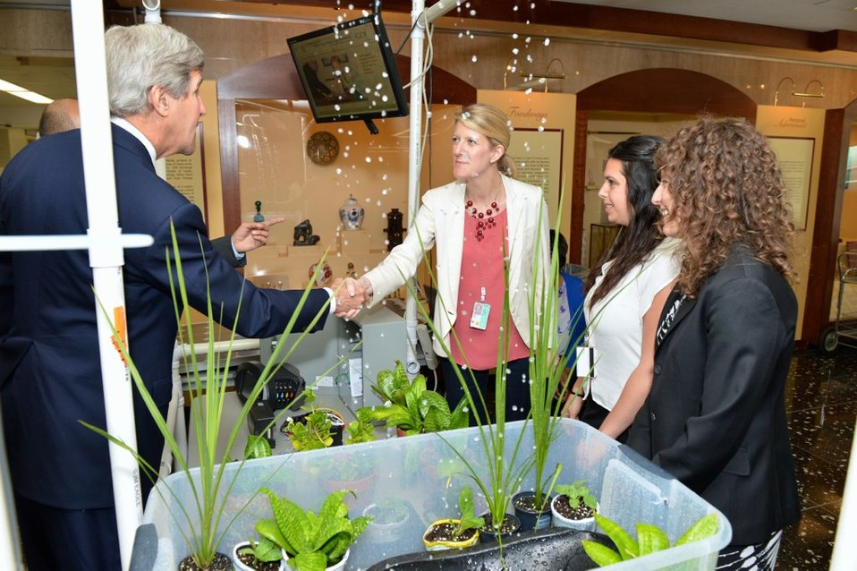 Secretary Kerry Visits the Earth Day Expo