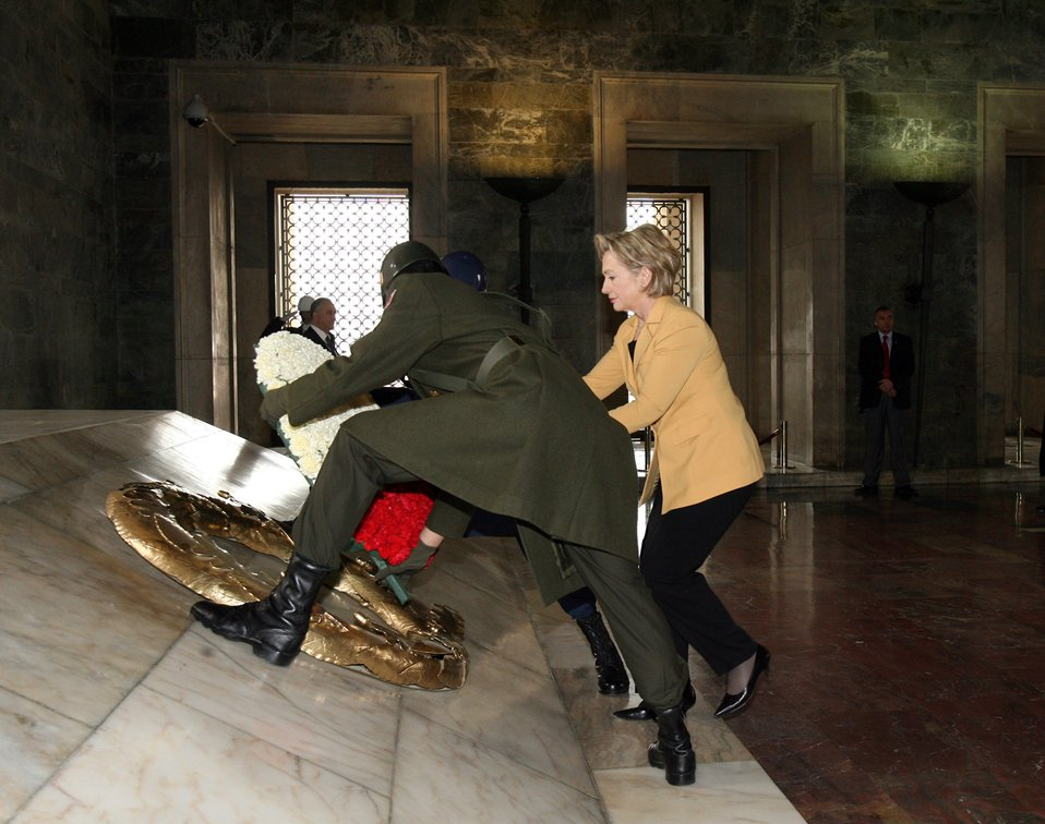 Secretary Clinton Lays Wreath at Tomb of Turkish Republic's Founder