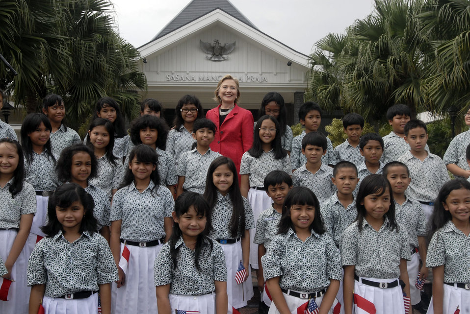 Secretary Clinton in Jarkarta With Children's Choir