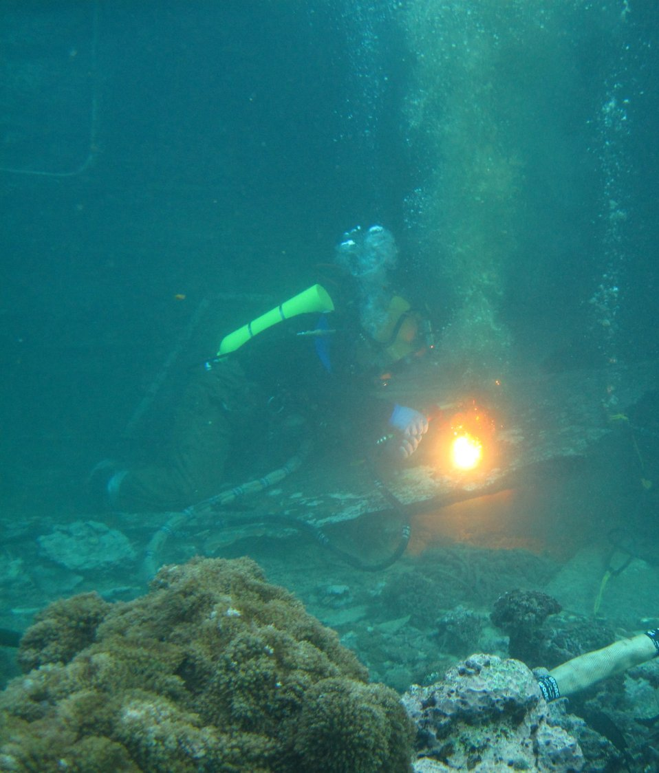 An underwater exothermic torch was used by commercial divers to cut into the F/V Hui Feng No. 1 at Palmyra Atoll National Wildlife Refuge.  Photo Credit: Susan White/USFWS.