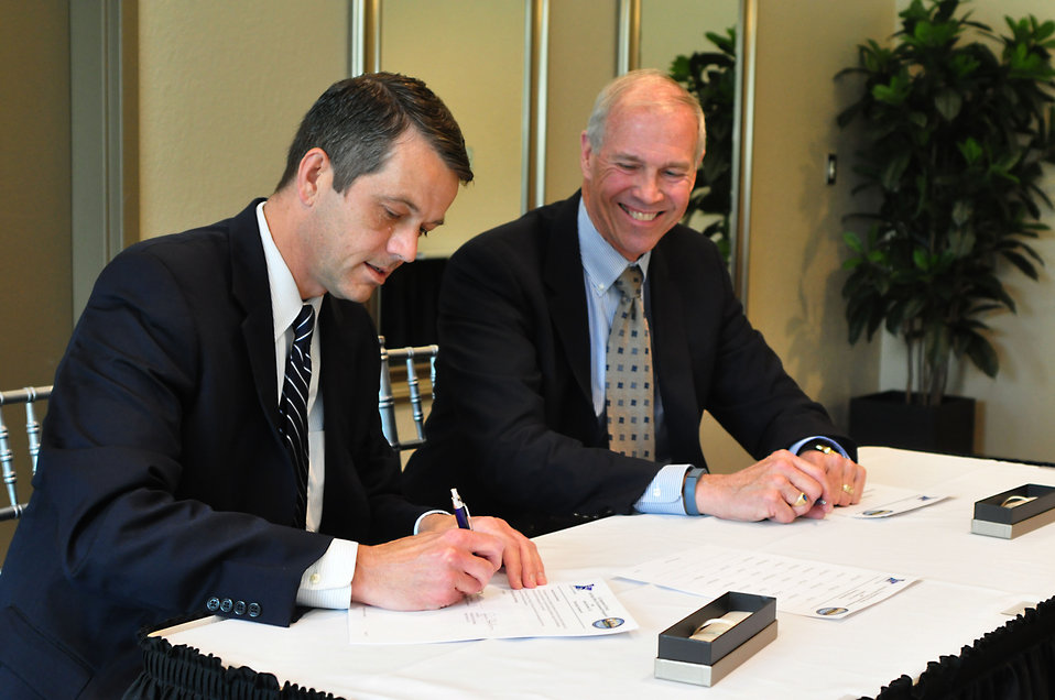 DOE and Isotek Partnering Agreement Signing 2014 Oak Ridge