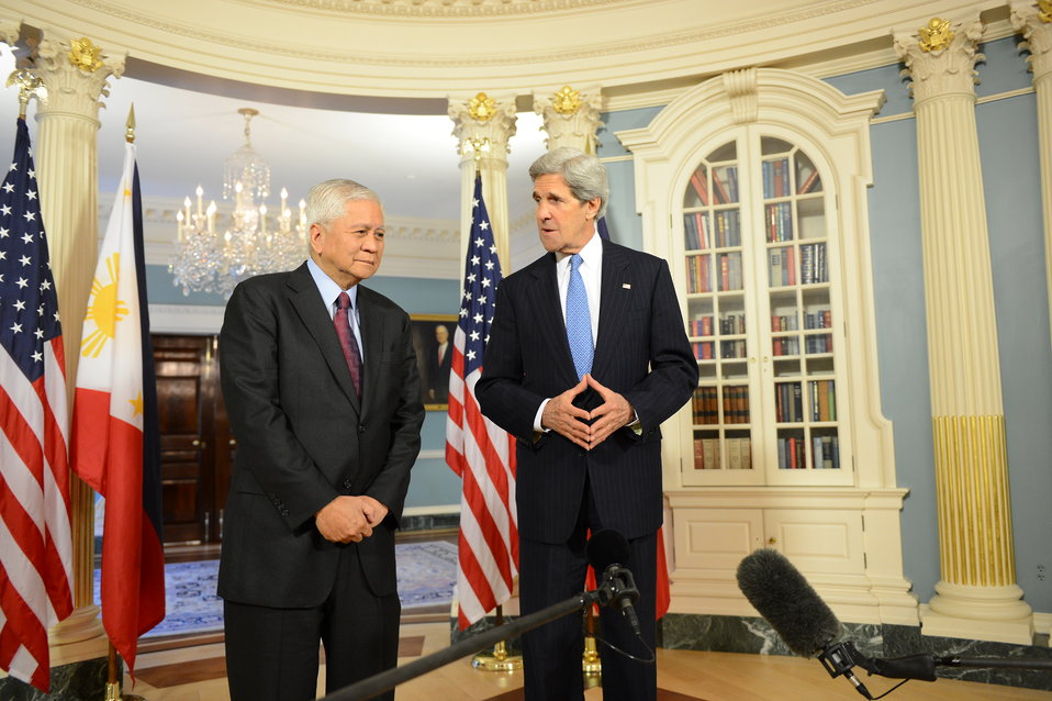 Secretary Kerry Meets With Philippine Foreign Secretary Del Rosario