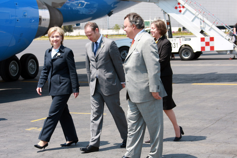 Secretary Clinton at U.S. Arrives in Mexico City