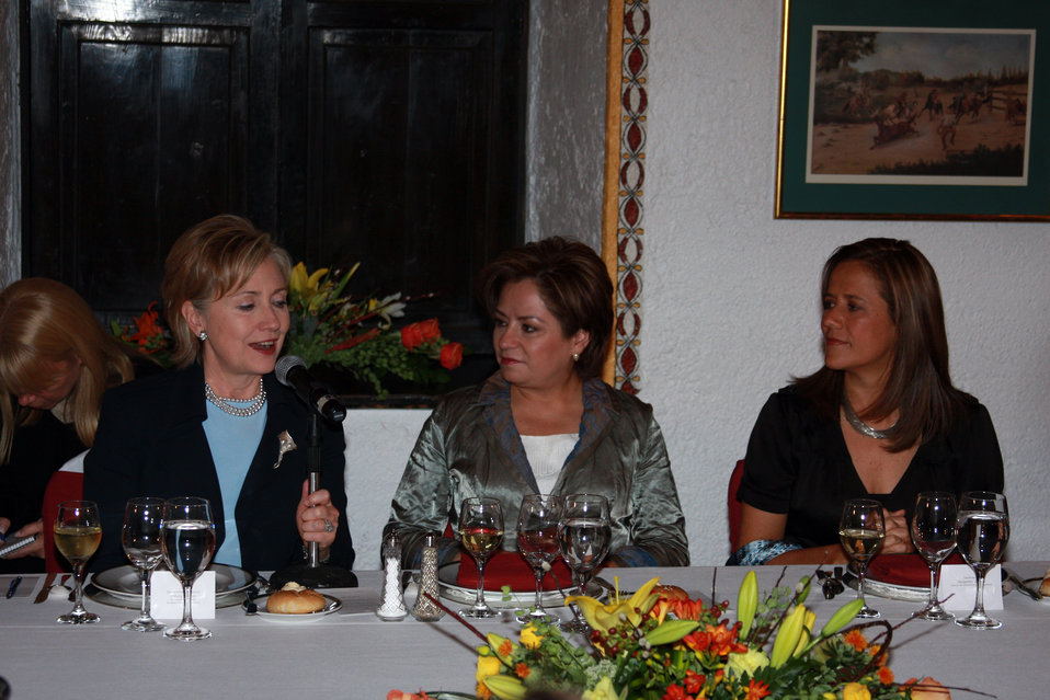 Secretary Clinton Attends Dinner for Women Leaders