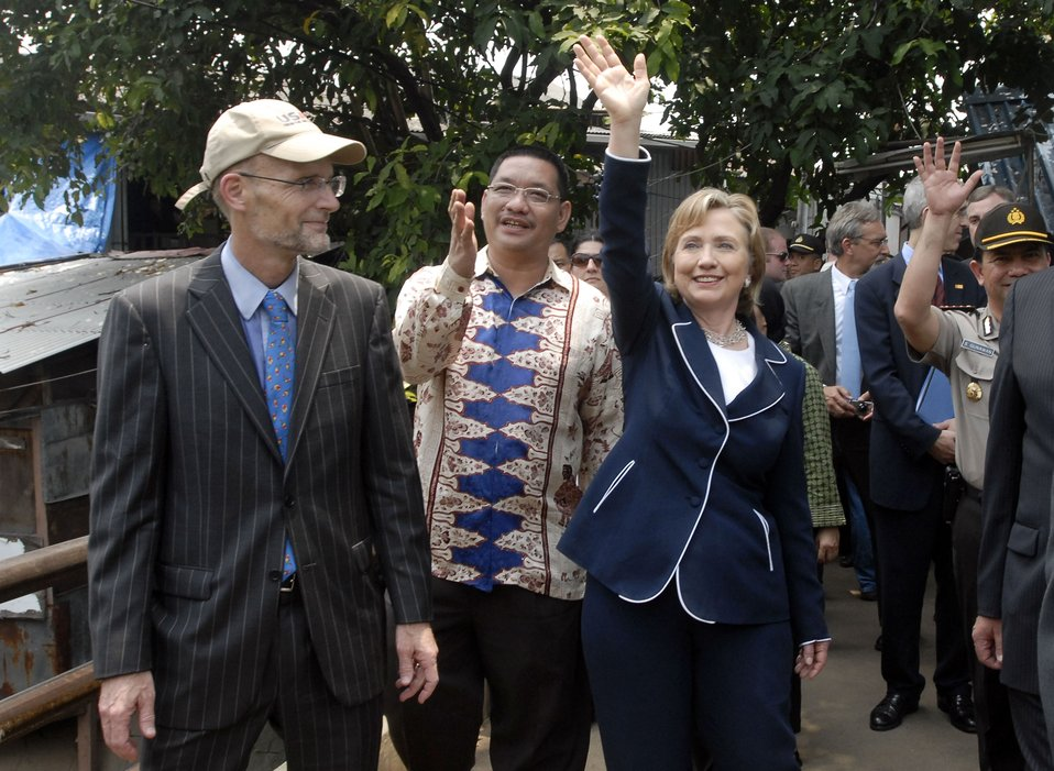 Secretary Clinton Walks Through walk through Petojo Utara Neighborhood