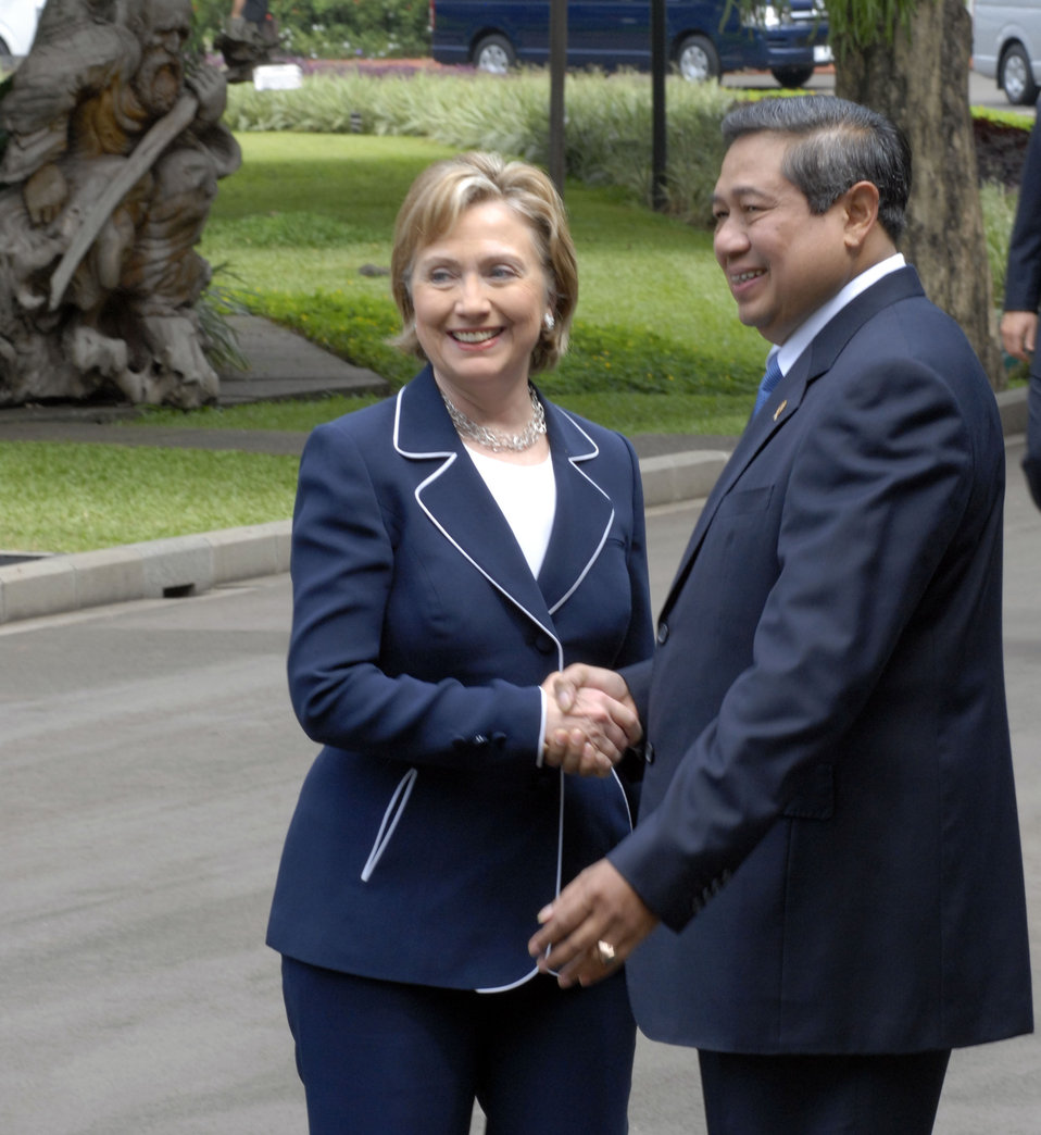 Secretary Clinton at Indonesian Presidential Palace