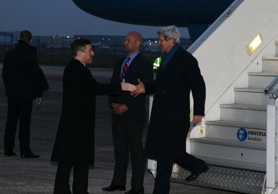 Secretary Kerry Arrives in Paris