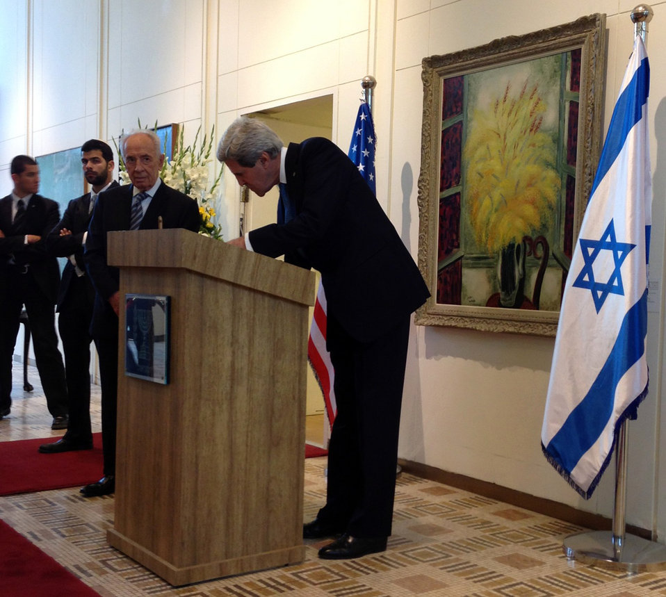 Secretary Kerry Signs Guest Book of Israeli President Peres