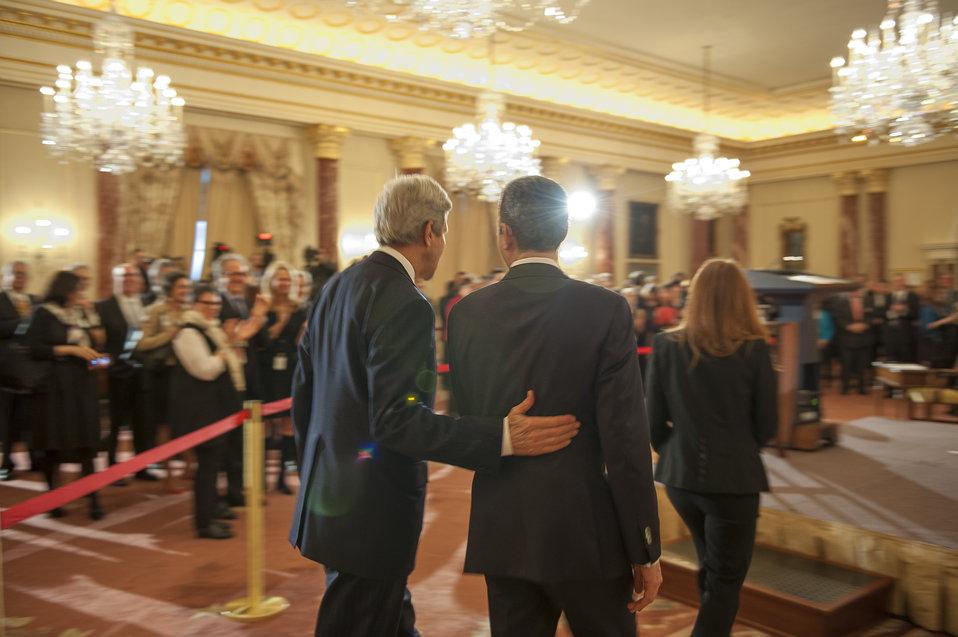 Secretary Kerry and Under Secretary Stengel Prepare to Deliver Remarks
