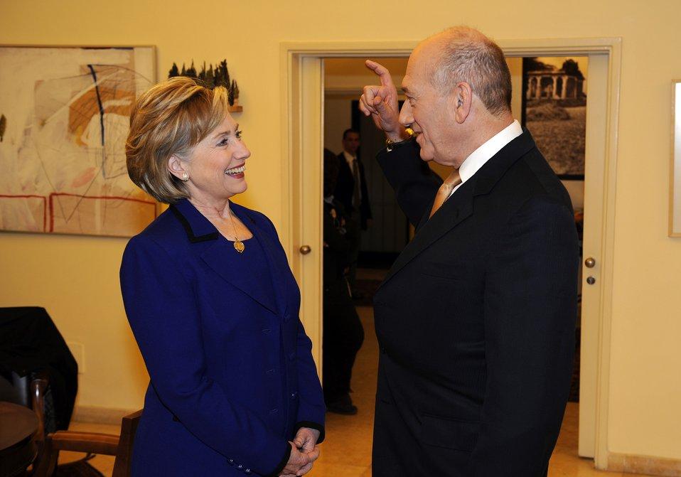 Secretary Clinton Visits Israeli Prime Minister Residence