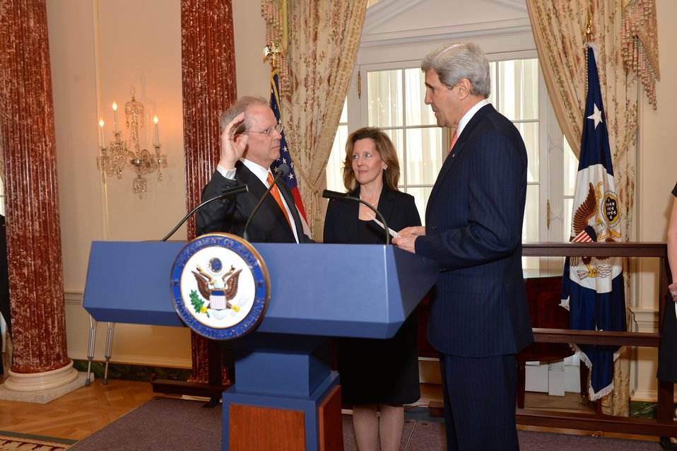 Secretary Kerry Swears in Ambassador Broas